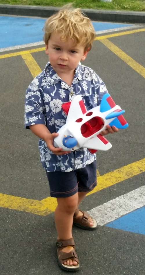 bruno with plane at airport
